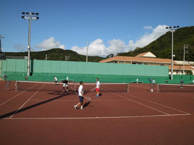 日置川 テニスコート 社会人 テニス合宿 白浜町 道の駅 海来館 リバージュスパ日置川 が目の前